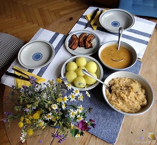 Bauchfleisch,Klöße,Sauerkraut,Zwiebelsoße, (14)
