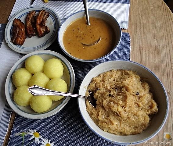 Bauchfleisch,Klöße,Sauerkraut,Zwiebelsoße, (4)