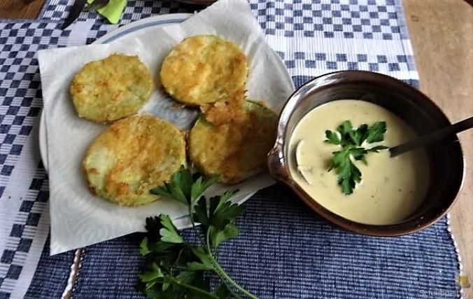 Frittierte Zucchini mit Gorgonzolasauce (24)