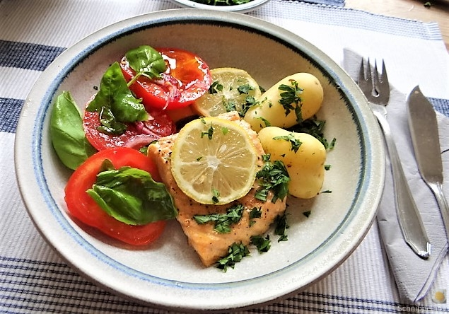 Lachs,Pellkartoffeln,Tomatensalat (2)
