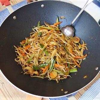 Mungbohnenkeimlinge mit Gemüse,Reis (14)