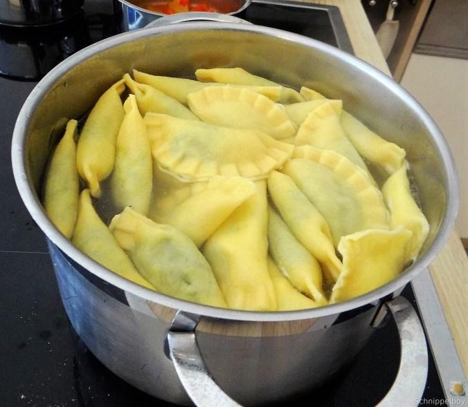 Ravioli-mit-Feta-Spinat-Füllung-und-Salbei-Butter-10 (1)