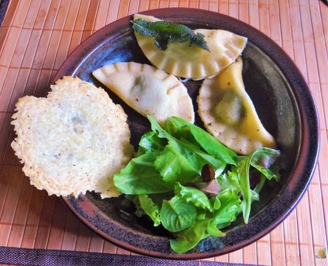Ravioli-mit-Feta-Spinat-Füllung-und-Salbei-Butter-2 - Kopie