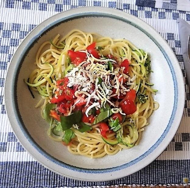 Spaghetti mit Tomaten (Keka) (1)