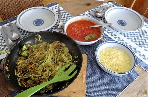 Zucchini ,Kartoffel Zoodles,Tomatensoße (28)