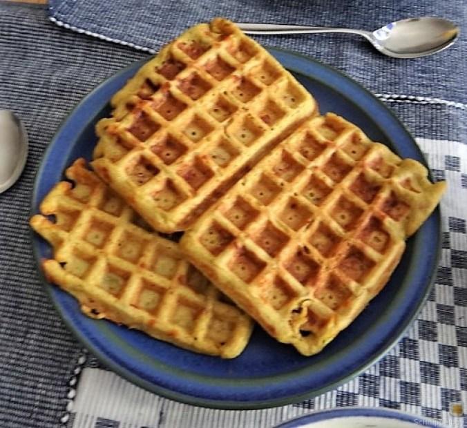 Käse_Schinkenwaffel mit Joghurt-Zitronen-Dill Dip (1)