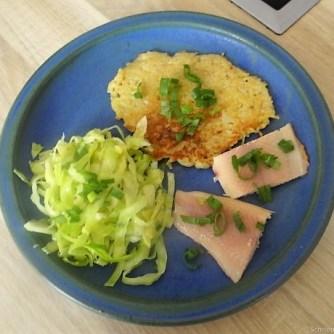 Kartoffelpuffer,geräucherteForelle,Weißkohlsalat,Nchtisch (27)