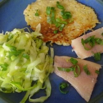 Kartoffelpuffer,geräucherteForelle,Weißkohlsalat,Nchtisch (28)