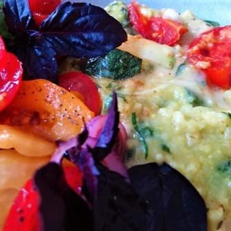 Polenta mit Babyspinat und Tomaten (25)