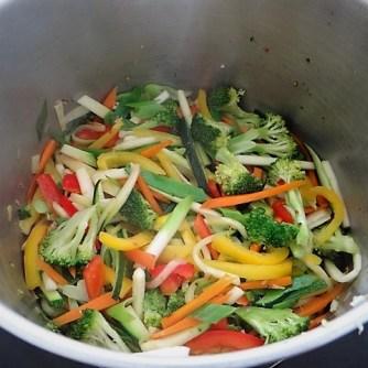 Scharf-Saure Gemüsesuppe mit Garnelen und Lachs (10)