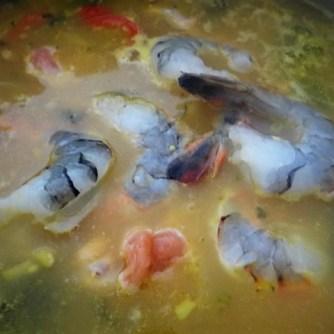 Scharf-Saure Gemüsesuppe mit Garnelen und Lachs (12)