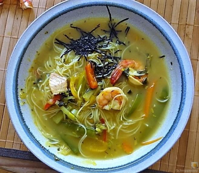 Scharf-Saure Gemüsesuppe mit Garnelen und Lachs (2)