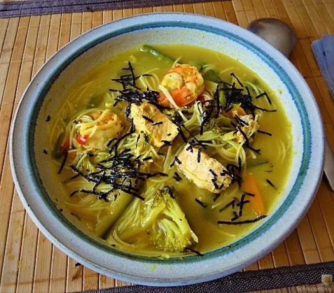 Scharf-Saure Gemüsesuppe mit Garnelen und Lachs (21)
