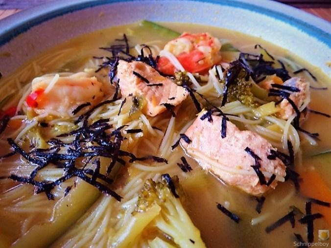 Scharf-Saure Gemüsesuppe mit Garnelen und Lachs (22)