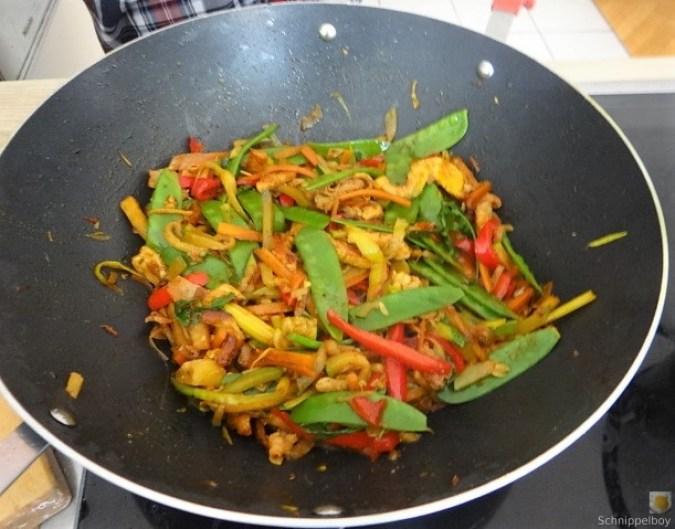Wokgemüse mit Reisnudeln und Fleisch (10)