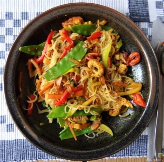 Wokgemüse mit Reisnudeln und Fleisch (2)