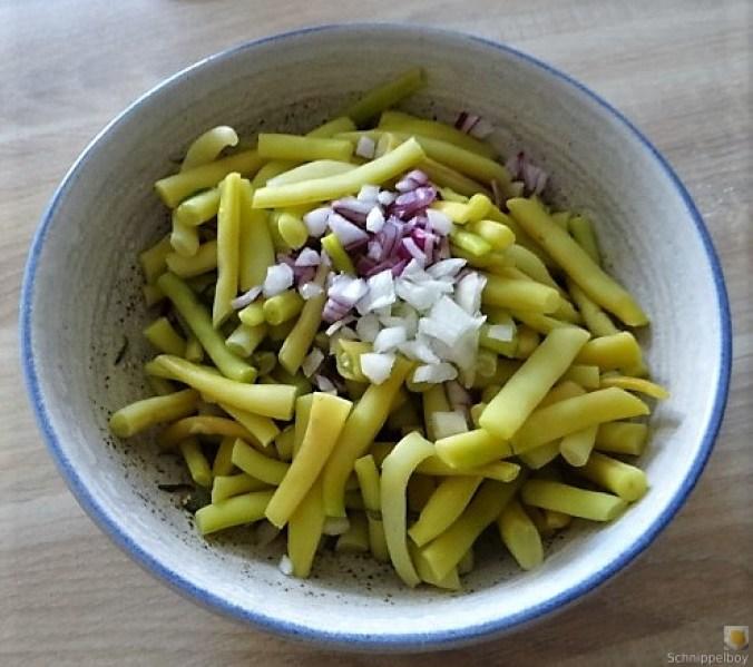 Fleischklößchen ,Tomatensauce, Bohnensalat und Pflaumenkompott (7)