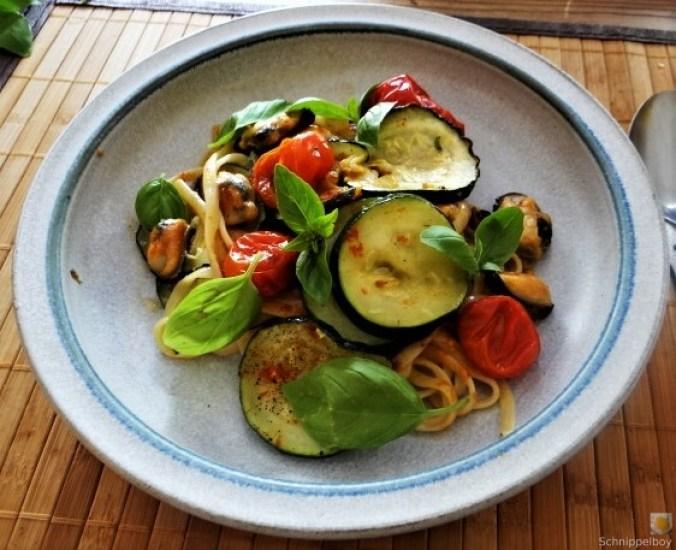 Linguine,geschmorte Tomaten,Miesmuscheln (1)