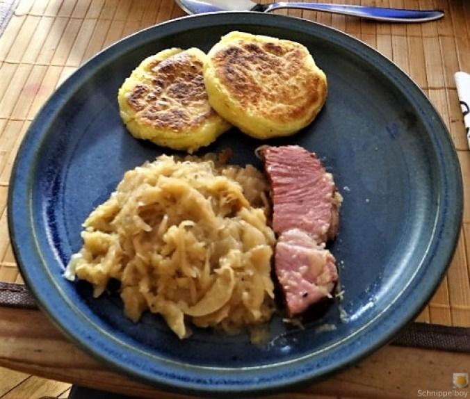 Sauerkraut, Kartoffeltaler, Kassler, (2)