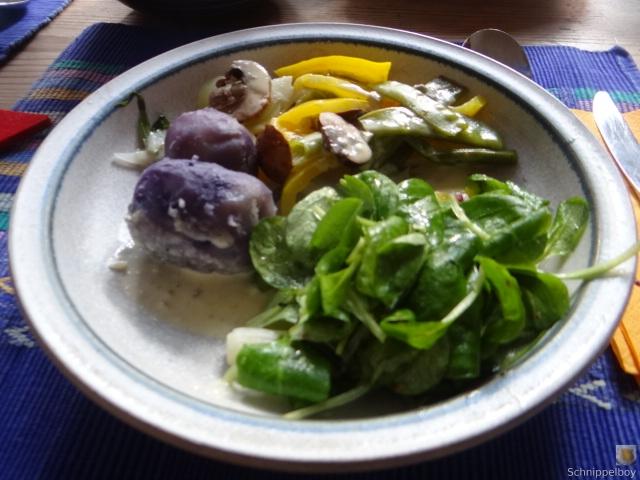Gedämpftes Gemüse,Käsesauce, Blaue Kartoffeln (20)