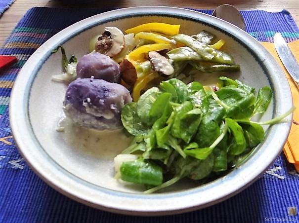 Gedämpftes Gemüse,Käsesauce, Blaue Kartoffeln (3)