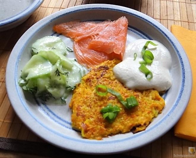 Kürbisrösti,Lachs,Salat,Rhabarberkompott (2)