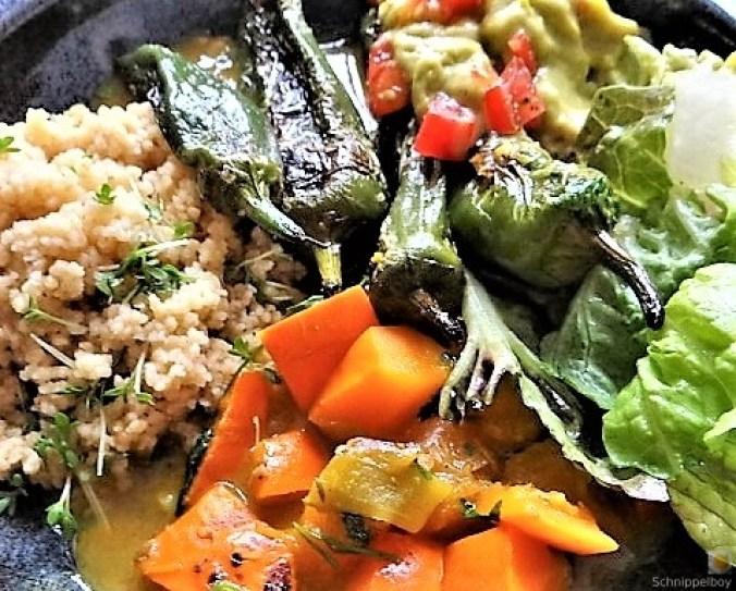Kürbiscurry,Couscous, Guacamole,Salat (3)