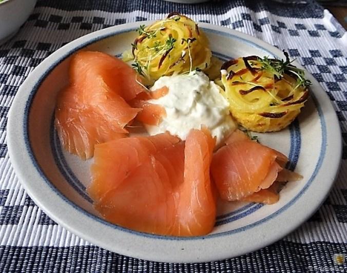 Kartoffelküchlein, Lachs, Meerrettichdip (24)
