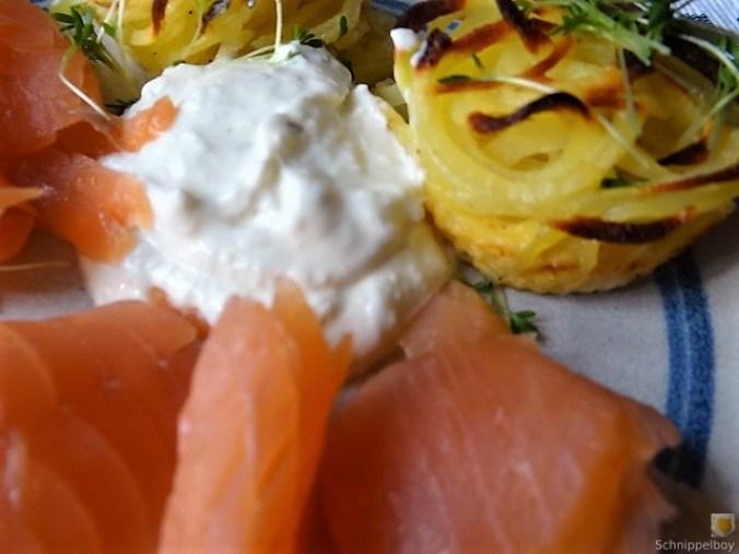Kartoffelküchlein, Lachs, Meerrettichdip (26)