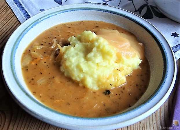 Zwiebelsauce,Kartoffelpü,Apfelmus (20)