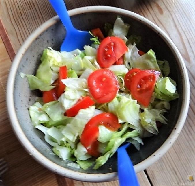 Buchweizennudeln in Tomatensauce,Garnelen und Salat (7)