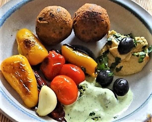 Falafel, Hummus, Gemüse, (2)