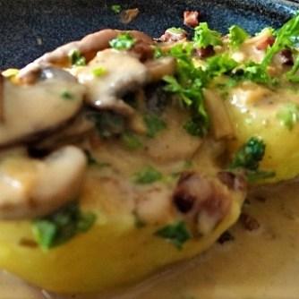 Klöße mit Pilzsauce,Obstsalat (28)