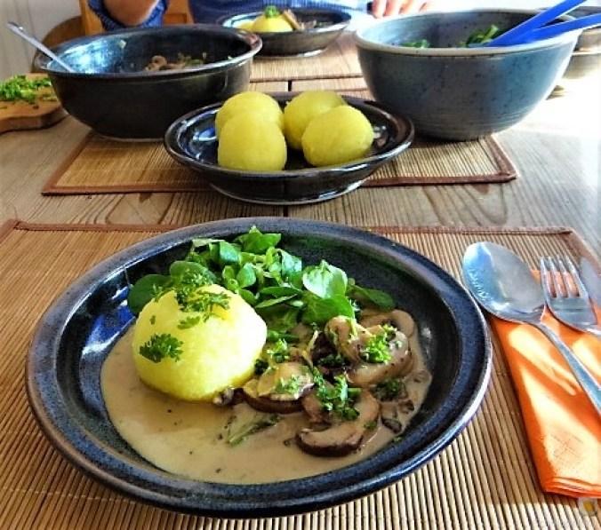 Klöße mit Pilzsauce,Obstsalat (5)