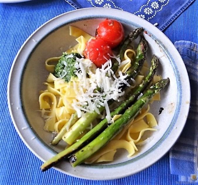 Bandnudeln,grüner Spargel, Tomaten und Bärlauchpesto (15)