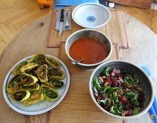 Kartoffel-Bärlauch Schnecken mit Tomatensauce (7)