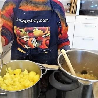 Sauerkraut ,Schälrippchen, Kartoffelpüree (15)