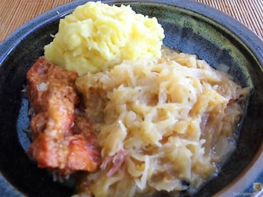Sauerkraut ,Schälrippchen, Kartoffelpüree (2)