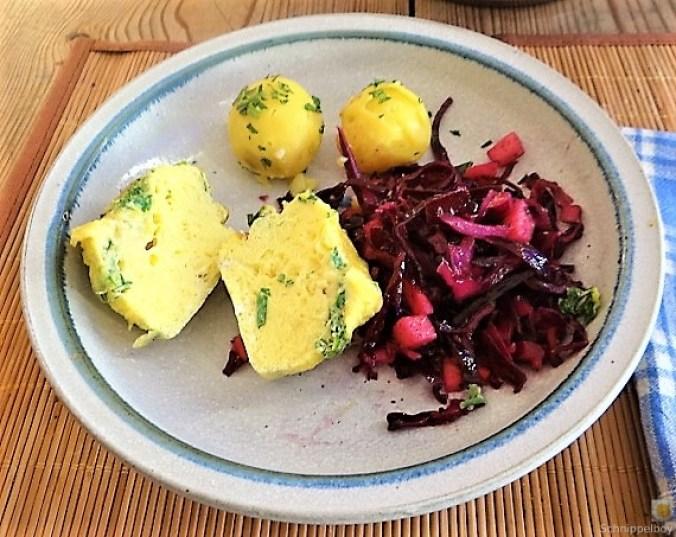Tassenei und Rotkohlsalat (3)