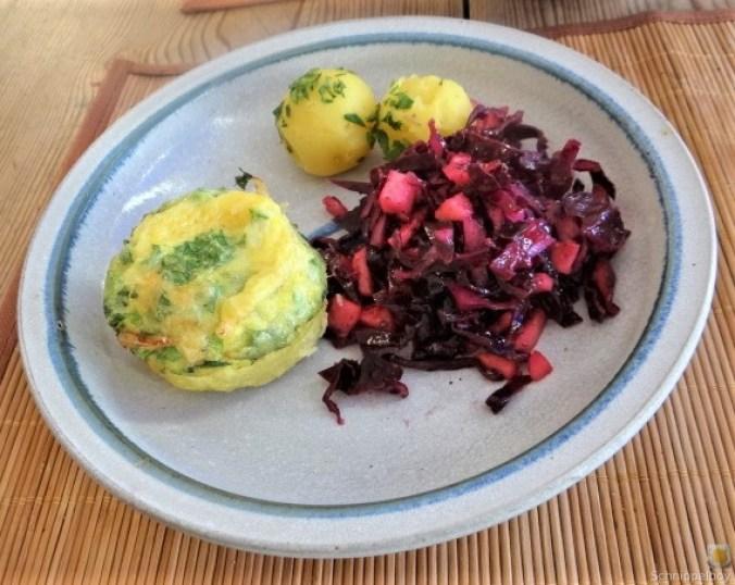 Tassenei und Rotkohlsalat (30)