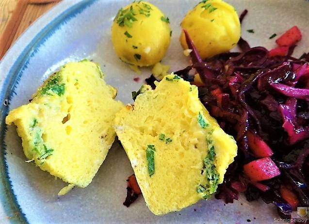 Tassenei und Rotkohlsalat (4)
