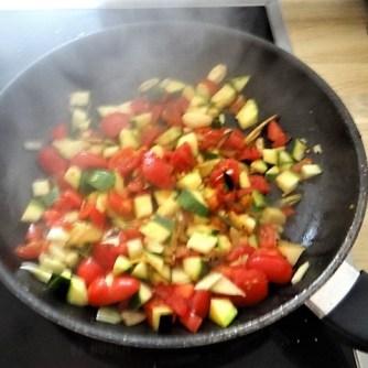 Zucchini-Auberginen Röllchen mit Couscous (22)