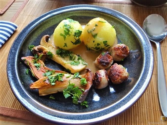 Kleine Klöse, Kleine Fleischbällchen,Pilze, Sauce (20)