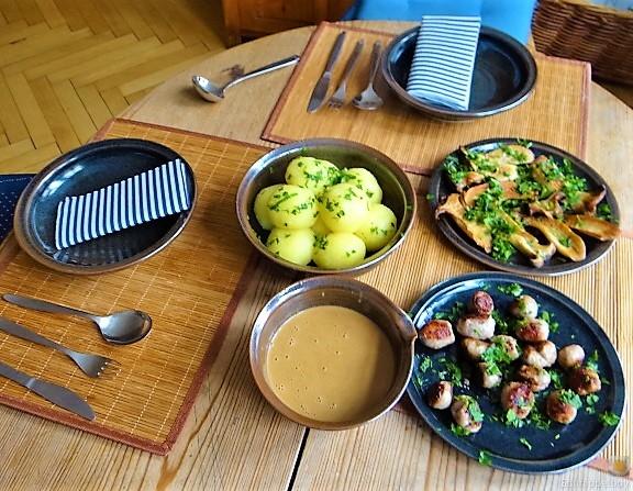 Kleine Klöse, Kleine Fleischbällchen,Pilze, Sauce (7)
