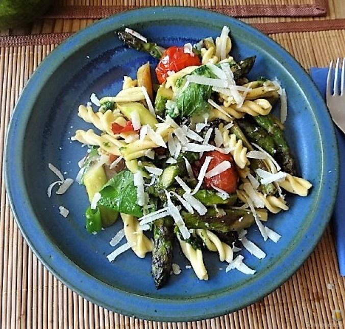 Spirelli,Spargel und Tomaten (3)