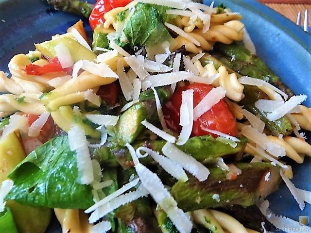 Spirelli,Spargel und Tomaten (4)