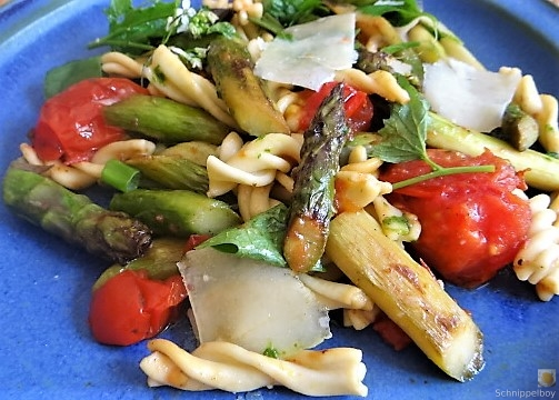 Spirelli,Spargel und Tomaten (6)