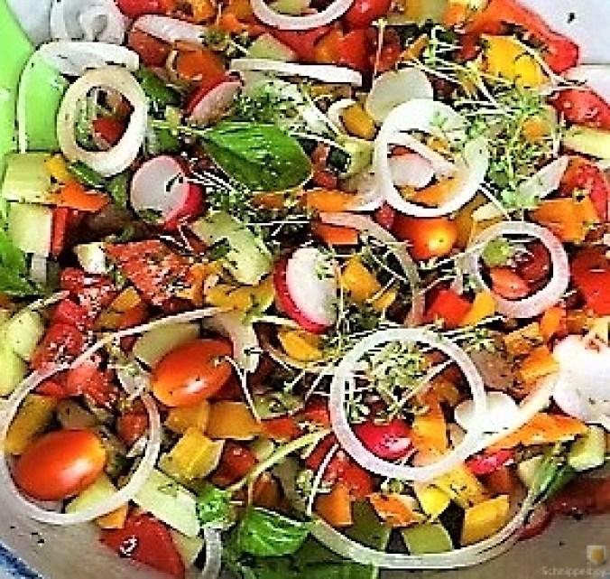 Bratkartoffeln, Bunter Salat und Sardinen (18)