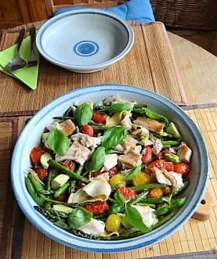 Grüner Spargel, Forelle, Tomaten auf Buchweizenpasta (18)