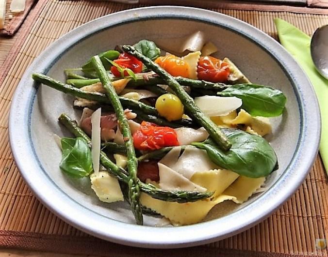 Grüner Spargel, Forelle, Tomaten auf Buchweizenpasta (21)